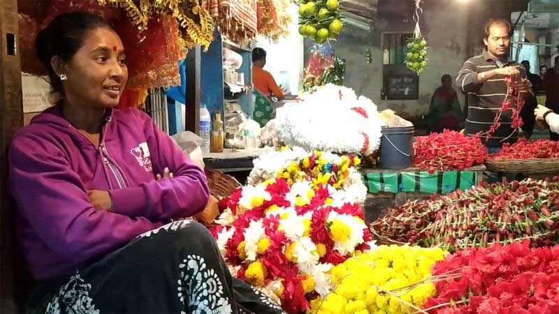 Flower seller outside Tarapith, West Bengal