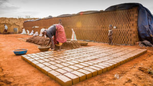 construction-workers-india-brick-woman-30stades