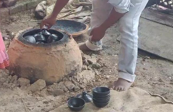 How Nizamabad's 500-year-old black pottery is regaining lost glory, uttar pradesh government, MSMEs, subsidised bank loans, exports, amazon, flipkart, IAS Navneet Sehgal, 30 stades, Azamgarh