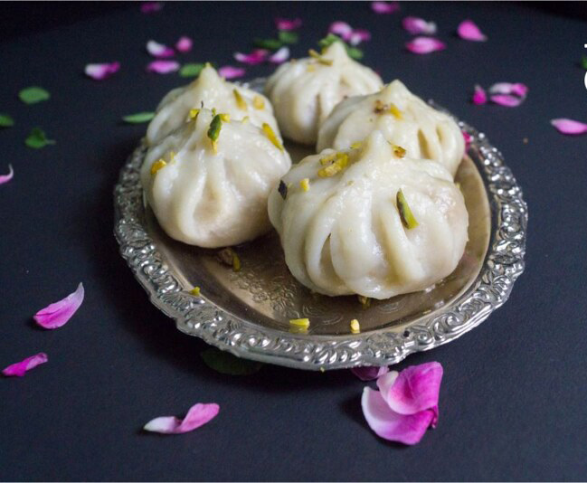 Ukdiche modak are steamed dumplings with an outer rice flour dough and a coconut-jaggery stuffing. These modaks are the most popular offering to Lord Ganesha during the 11-day Ganpati festival in Maharashtra. Pic: Flickr