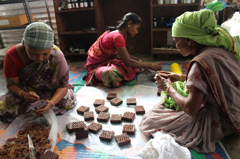 Last Forest takes honey & beeswax products from Nilgiri forests to global markets wild raw honey eco-friendly and sustainable ethnic communities tribals indigenous 30 Stades
