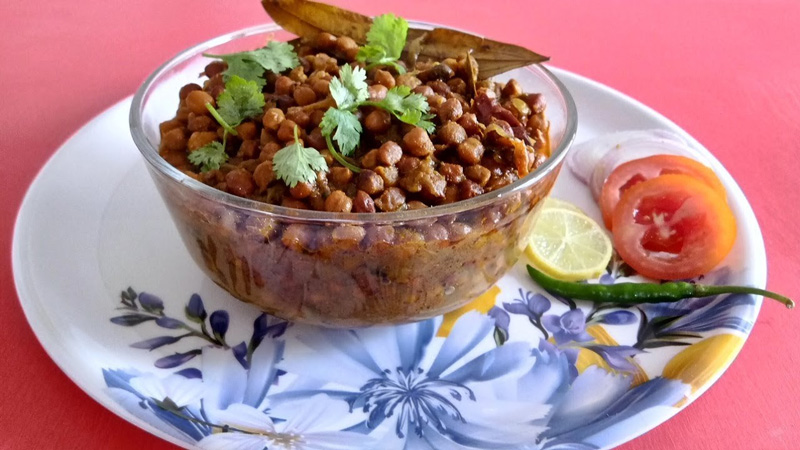 Chana ghooghni, the protein-rich anytime snack.