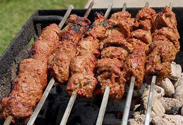 Originally made only using lamb meat, Bihari kababs are now also made using chicken. It is a popular street food.