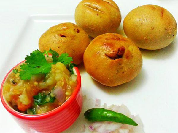 Mention of Bihar food is incomplete without litti-chokha. Littis are baked wheat balls stuffed with spicy sattu mixture. Chokha, a mash, of potato/brinjal or both accompanies littis.