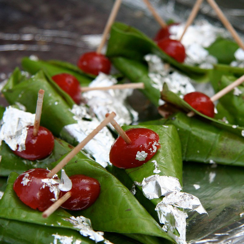 Magahi paan uses the sweet and tender paan leaf, which is cultivated in the Magadh region of Bihar and has received Geographical Indication (GI) tag.