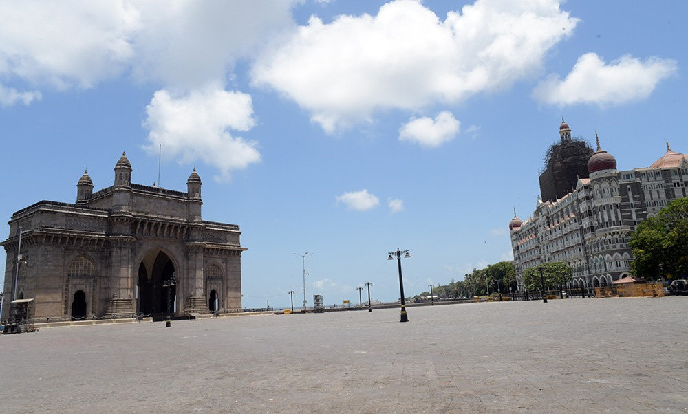 In pictures: the deafening silence of Mumbai during covid lockdown 30 stades