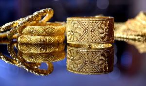 Should you buy gold this Dhanteras? or invest in stocks? 30stades