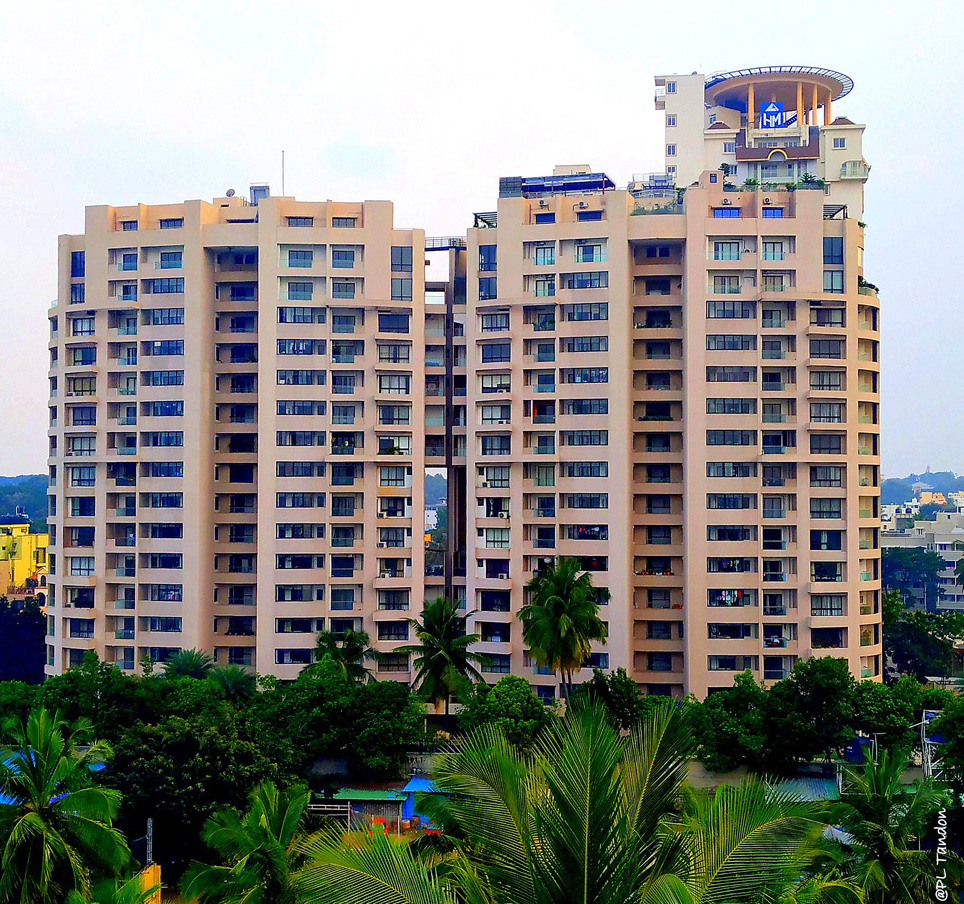 Housing turns into buyer's market; sales recover as developer discounts bring down prices by 15%