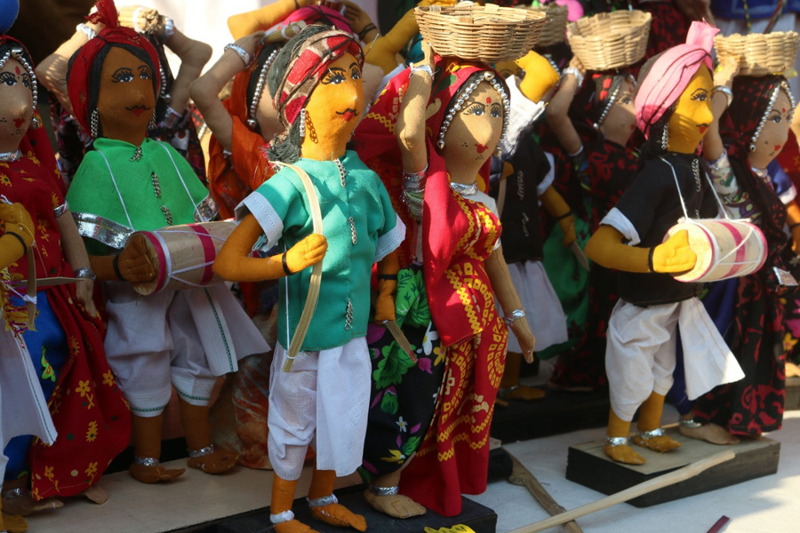 MP's Jhabua scripts a success story with its traditional tribal dolls adivasi gudiya hastashilp 30 stades