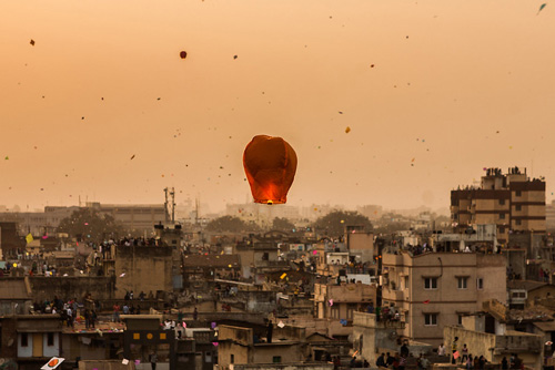 In Rajasthan and Gujarat, the evening sky on Sankranti is lit with tukals or sky lanterns. Pic: Flickr