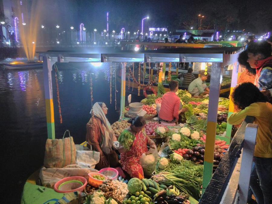 Kolkata floating market gets tourists but awaits regular customers three years after it opened 30 stades