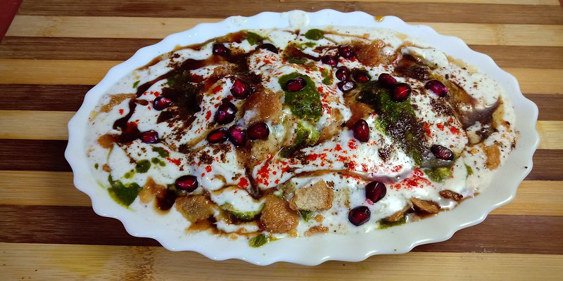 Bhalla papdi chaat which has fried crunchy papdis, thick curd, tamarind chutney and green chutney. Pic: Flickr