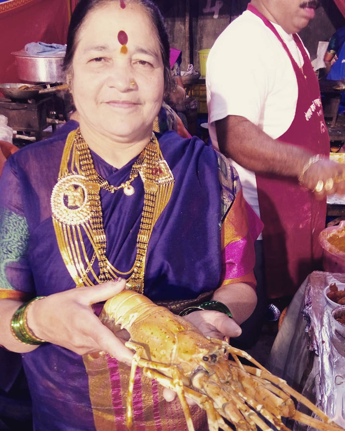 Bindi, chunky gold jewellery and green bangles are an integral part of Koli women's attire. Pic: Flickr