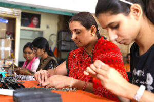 Abira: Pune's all-women enterprise where slum dwellers handcraft ecofriendly products for global brands 30 stades itokri okhai handmade jewellery home decor