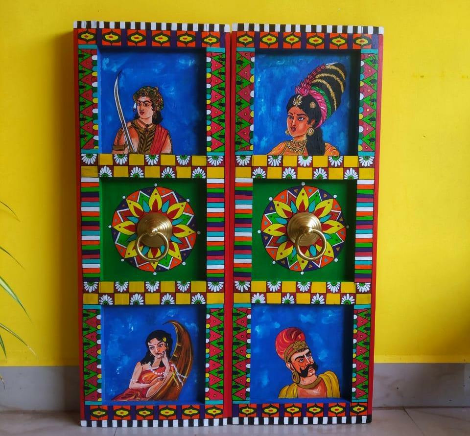Deepika gets requests to make panels with characters from novels, mythology or history. Pic: Home2Cherish