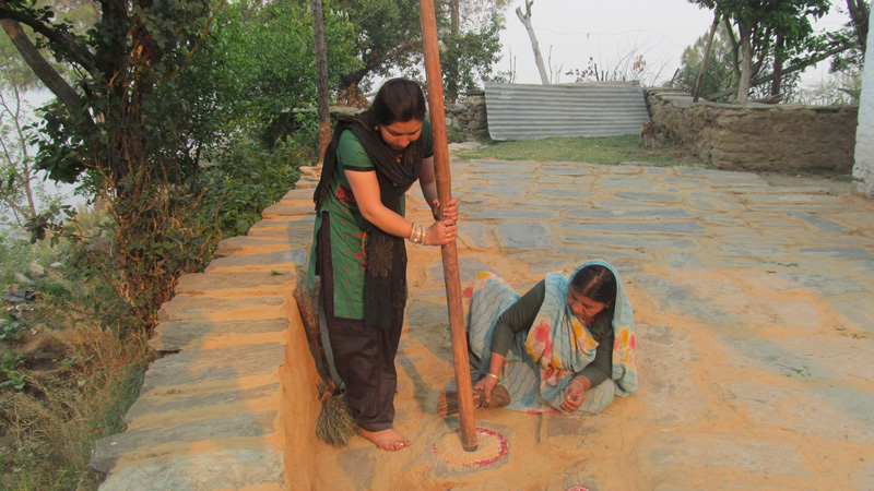 Spices being grounded in traditional way