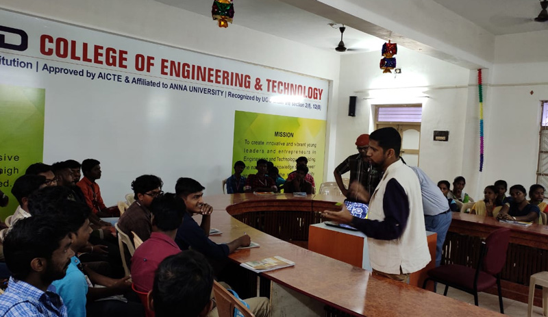 TQI Founder and Chief Listening Officer G. Ramasubramaniam addressing college students. 30stades