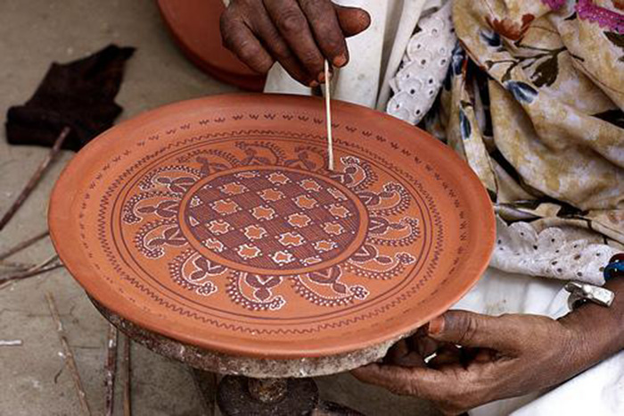 The colours for painting are naturally derived derived from geru, black stones, white clay etc. Pic: Flickr
