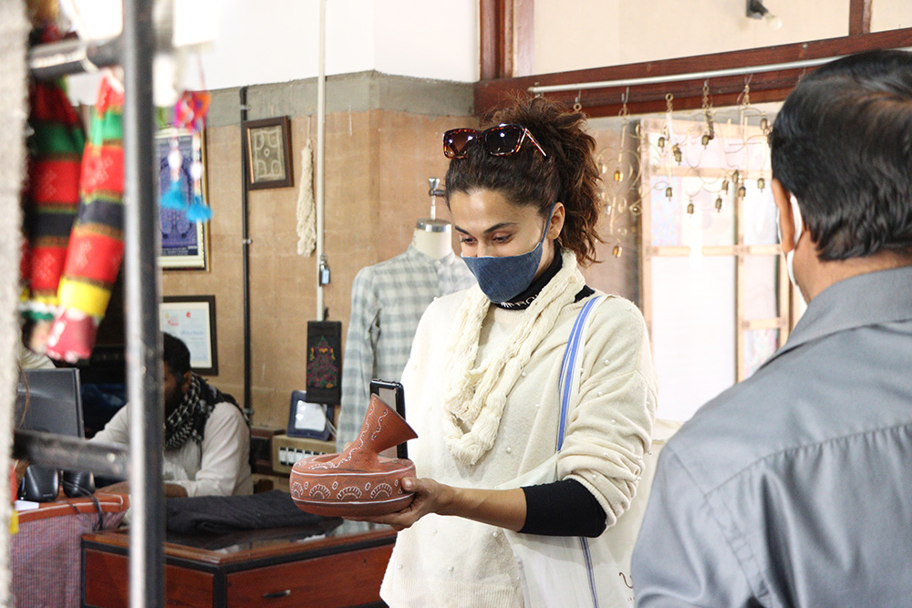 Bollywood actor Tapsee Pannu with Khavda pottery speaker. Pic: Khamir 30 stades