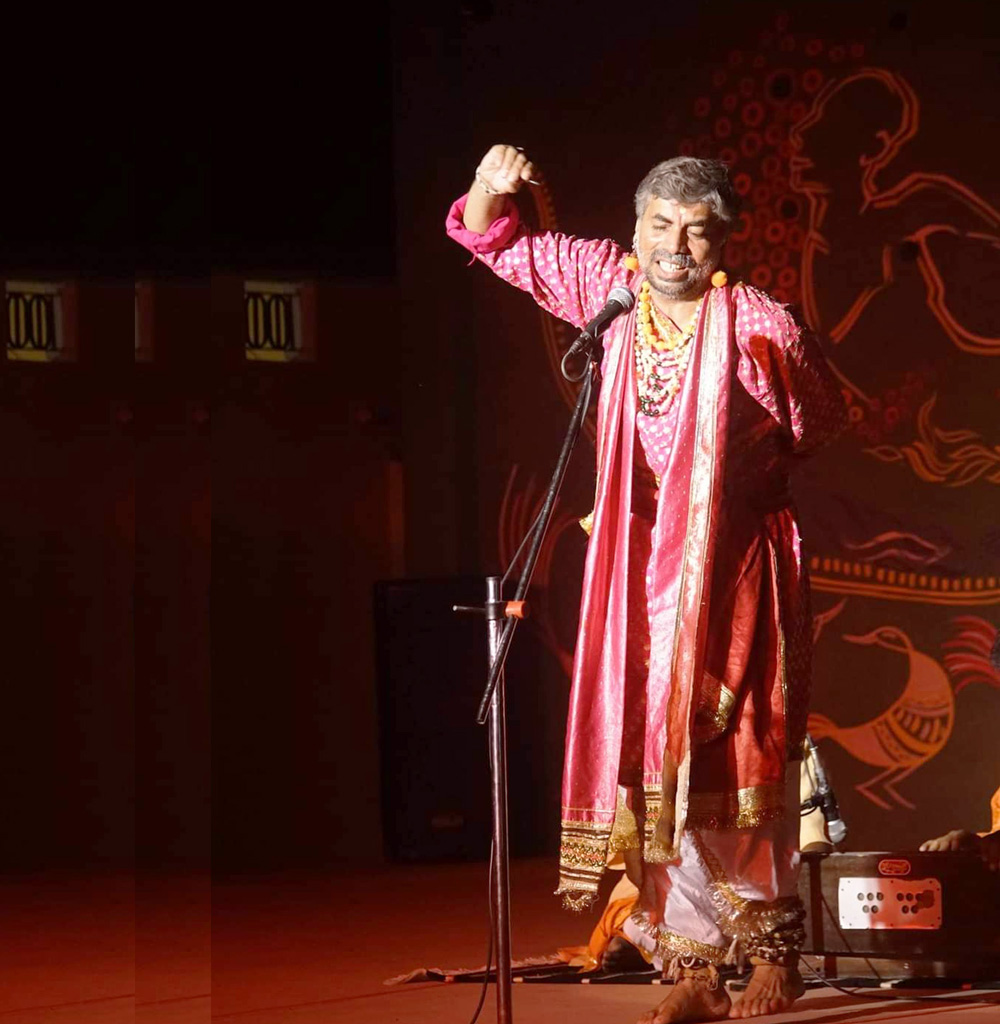 Jaipur's Bhatt family struggles to keep alive the 250-year-old Tamasha tradition folk theatre music drama indian culture 30 stades
