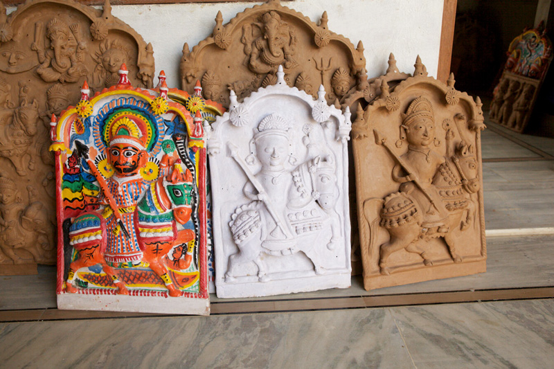 Tribal communities from Rajasthan, Gujarat and Madhya Pradesh travel to Molela to procure their deities made on plaques. Pic: Flickr 30 stades