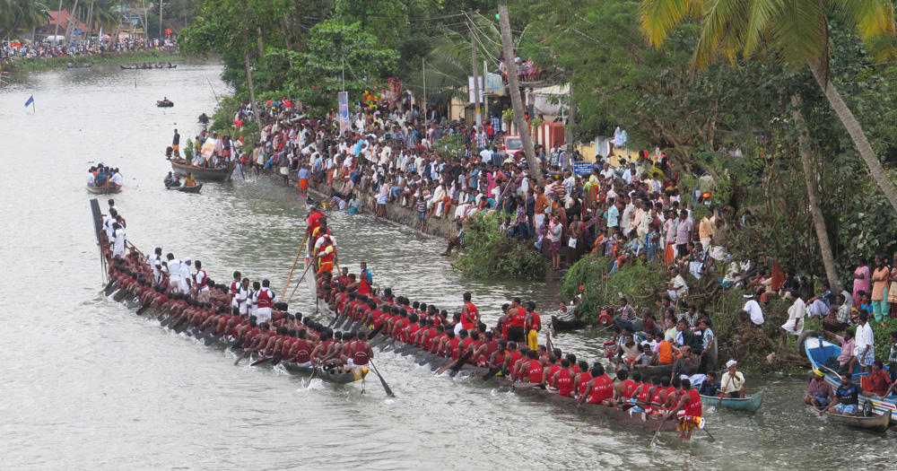 Boat races on Onam draw huge crowds - both participants and audience. Pic: Flickr