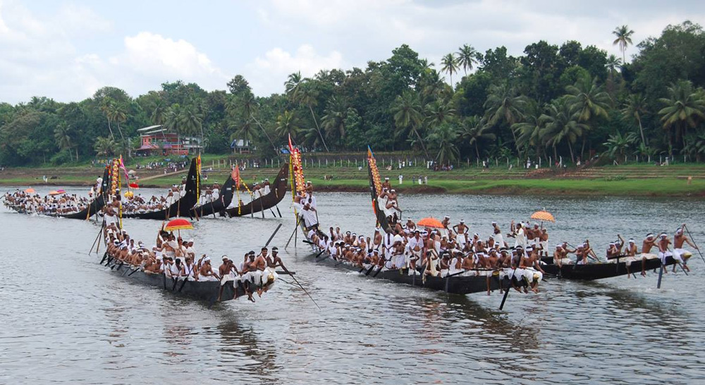 The famous Kerala boat race, Vallamkali, is organized on Anizham, the fifth day and continues almost throughout the festival. Pic: Kerala Tourism 30 stades