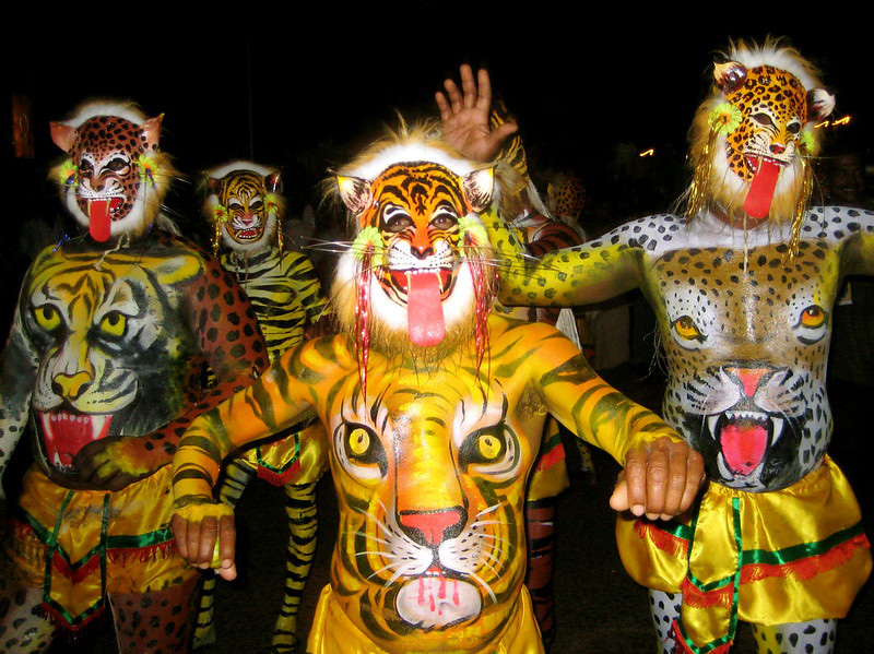 Pulikali, a folk dance, is performed by artists to entertain people on the fourth day of Onam - Chathayam. Aritsts apply tiger paint on their bodies. Pic: Flickr 30 stades