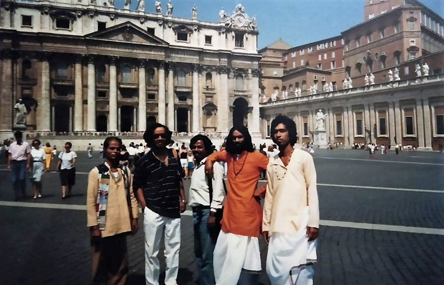 Ramkrishna Dhar with theatre troupe in Rome. Pic: courtesy of Ramkrishna Dhar 30stades