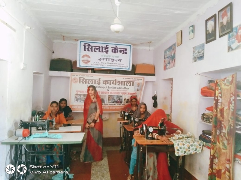 Jai Ho Jan Vikas Kendra opened in Baiya village, 100 km from Jaisalmer. It was opened to help Manganiyar families who were left without any means of livelihood during the pandemic. Pic: SMILE 30 STADES