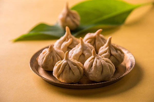 Baked Modak: With an outer covering of wheat flour, this modak is stuffed with boiled chana dal, jaggery, coconut and cardamom. More like the puran poli, this modak is perfect for weight watchers. Pic: Flickr 30 stades