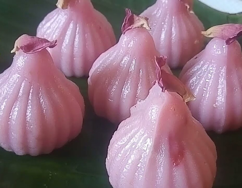 Gulkand Modak: Outer covering of rice dough flavoured with rose water and stuffed with gulkand, mixed nuts, sugar-coated fennel and coconut. Pic: Flickr 30 stades