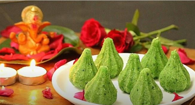 Paan Modak: Made by adding pureed paan leaves to the outer covering made using coconut and condensed milk. Stuffed with dry fruits, fennel seeds and tuti-fruity.  30 stades