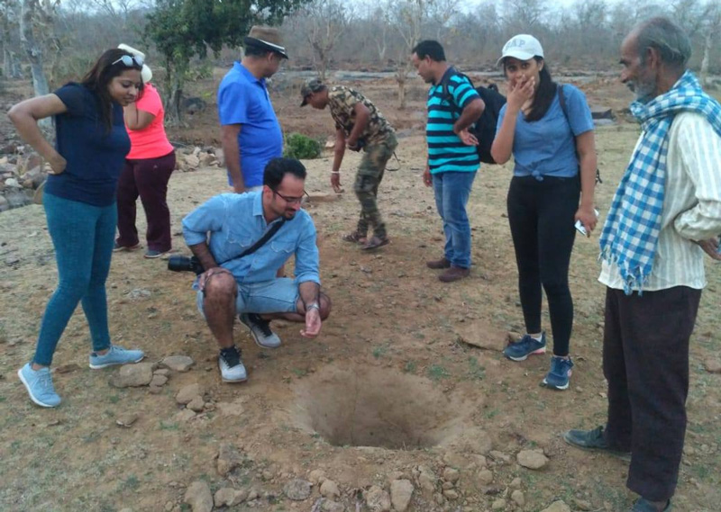 Tourists on a Walk with the Pardhis see a hole dug by sloth bear. Pic: Facebook/@lastwildernessfoundation 30 stades