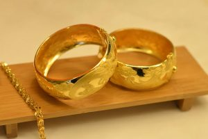 Mark Mobius has turned bullish on gold. Should you buy the yellow metal? buying gold 2021 30 stades