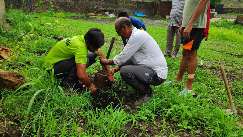 Seeing the efforts of volunteers, locals joined the plantation drive in Udaipur. Pic: Pukaar Foundation
